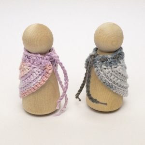 Peg Doll Mama shawl colour changing 1